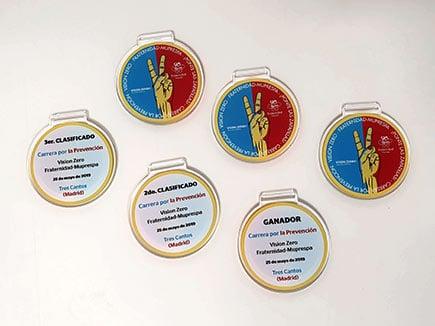 Medallas de metacrilato incoloro con impresión a doble cara