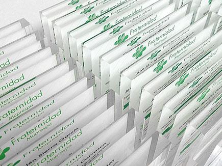 Placa de reconocimiento en metacrilato incoloro con impresión digital