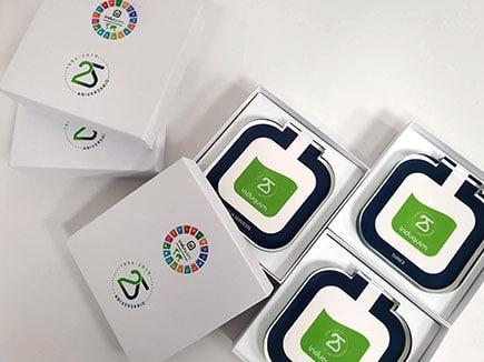 Premios Induquim 2019 para conmemorar su 25 aniversario, realizados con metacrilato incoloro impreso digitalmente y con cajas personalizadas