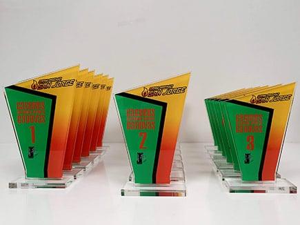 Trofeos metacrilato con peana para campeonato de ciclismo e impresión digital