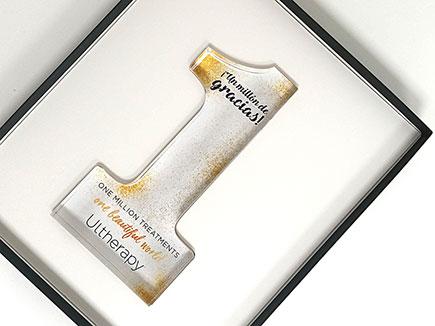 Premio metacrilato con impresión digital y estuche con alma de PVC