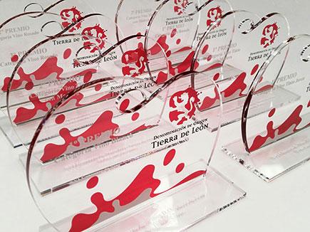 Premios en metacrilato incoloro con peana e impresión digital