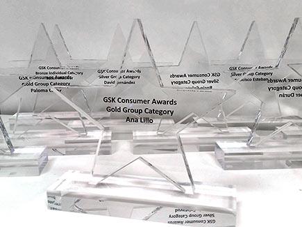 Trofeos estrella de metacrilato incoloro con peana e impresión digital
