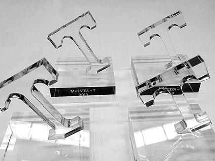 Trofeo metacrilato con peana y grabación láser