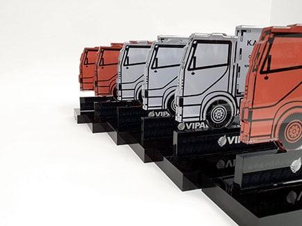 Trofeos en metacrilato incoloro impreso y base en metacrilato negro